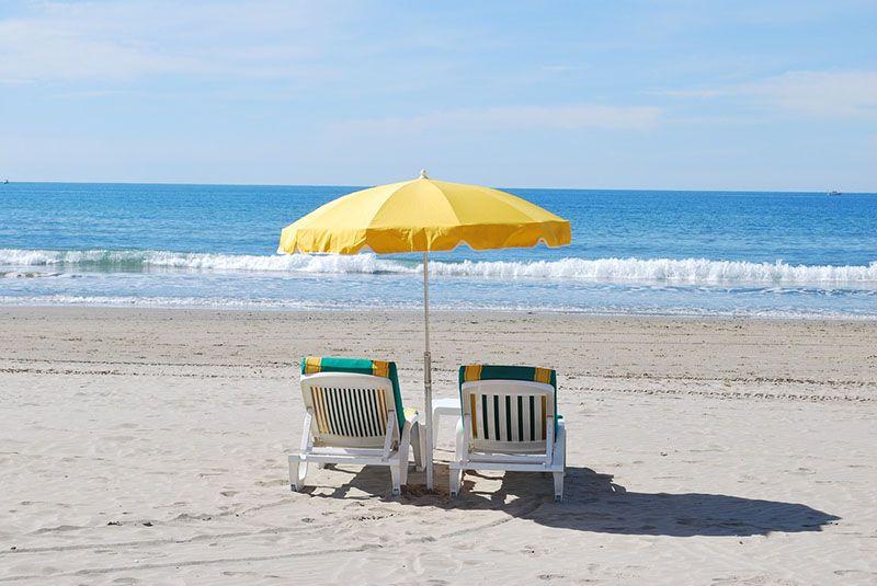 Masajes en la playa mucho ojo - Fisioterapia Rehabtiva - Las Rozas